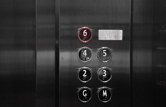 Tengo que pagar el ascensor si vivo en un bajo